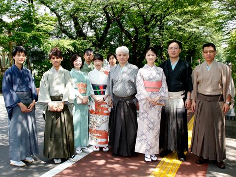 蒋述日本:中国留学生身穿和服体验日本茶道