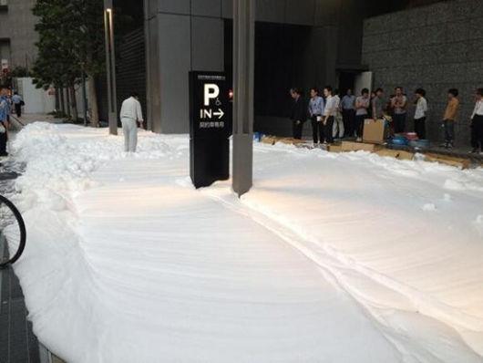 40公升液态肥皂入水槽日本银座泡沫流溢四处(图)