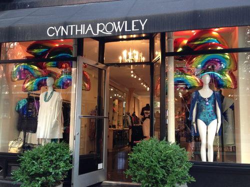 纽约众多品牌橱窗装饰彩虹力挺同性恋自豪日