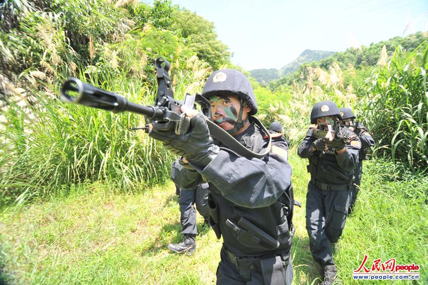 中国武警磨砺反恐尖兵助力维稳