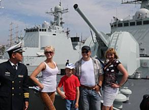 中俄参演主力舰艇向民众开放 感受两军成就