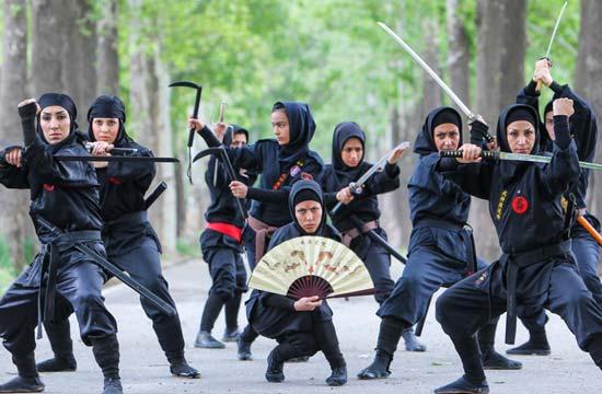 伊朗女忍者这阵势让人不寒而栗