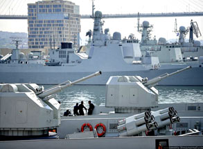 威武之师:俄摄影师拍我军战舰群威猛集结