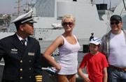 中俄主力舰艇向民众开放