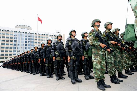 年6月29日,新疆武警部队反恐维稳誓师大会在乌鲁木齐市人民广场图片