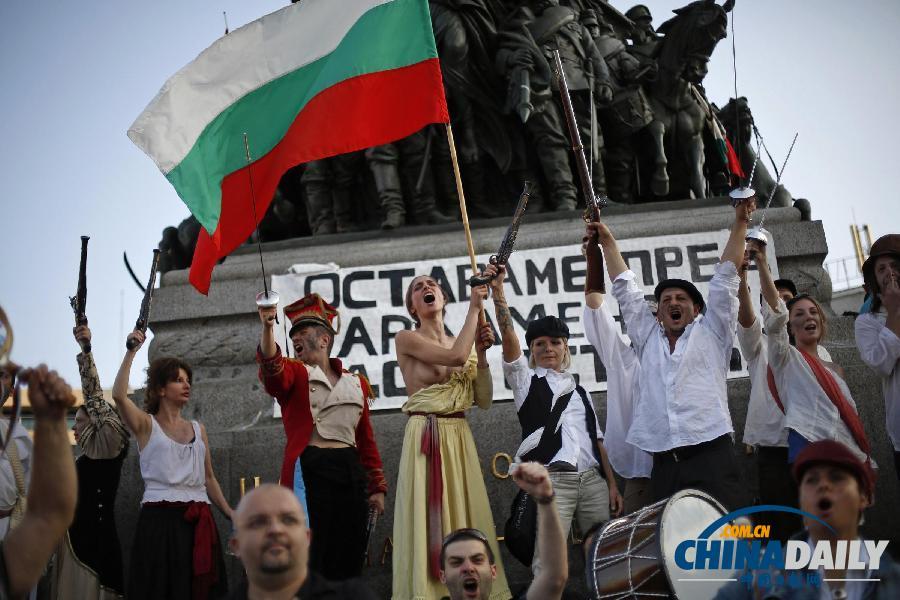 自由引导人民_保加利亚民众扮法国革命者示威 要求政府下台_国际新闻_环球网
