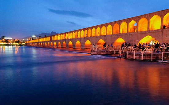 伊朗伊斯法罕长廊深邃通向伊斯兰秘境