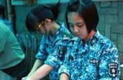 香港小姑娘来解放军部队锻炼