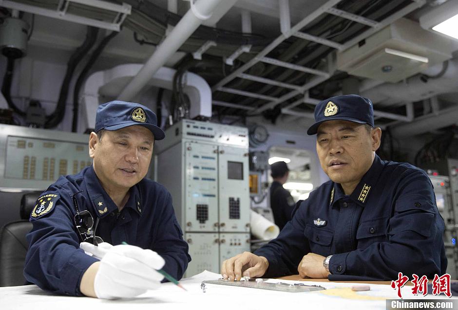 北海舰队远海训练编队进行舰机协同以及编队运动训练