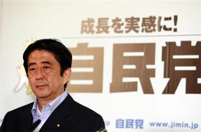 安倍晋三在自民党内获得小泉纯一郎赏识