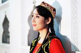"""新疆女子如何脱去""""罩袍"""""""