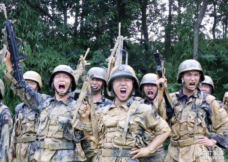 解放军特种兵极限训练挺吓人