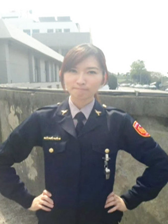 台湾女警察酷似林志玲