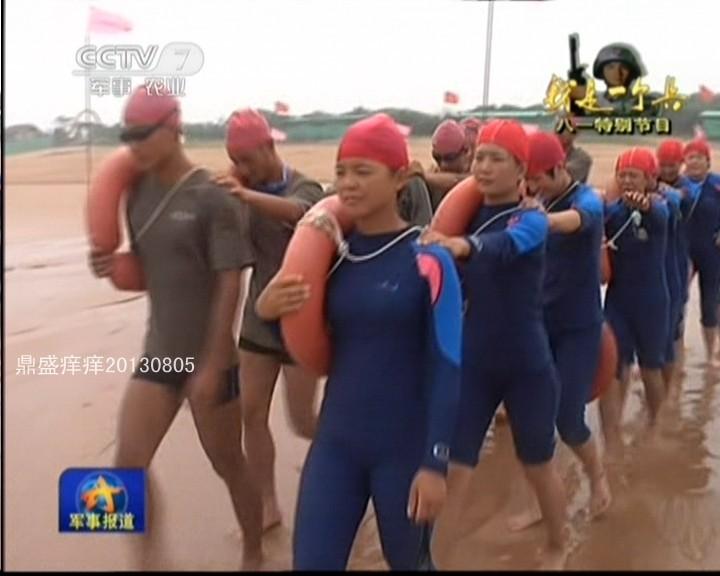 训练采用男女搭配方式进行.-解放军女特种兵以泳装亮相