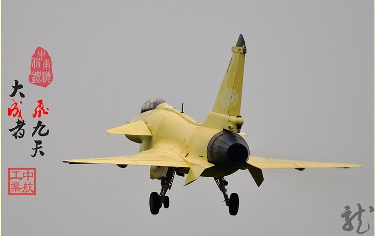 歼10B战机试飞机身细节毕现