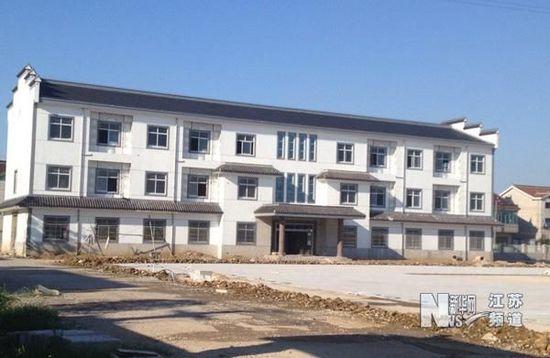 剑横路边找到了位于常州市武进区遥观镇东北部的勤新村委会新办公大楼