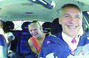 挪威首相扮的哥微服私访 乘客不满车技