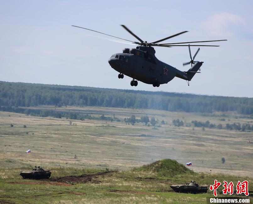 中俄军演练协同作战炮火轰鸣