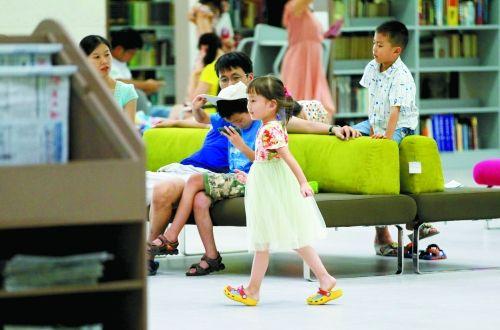 """郑州图书馆14岁以下儿童禁止入内 网友:应给""""熊孩子""""开专区"""