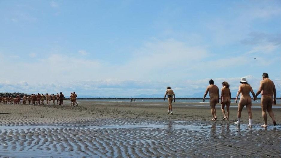 英国伦敦裸跑_英国伦敦300人裸跑 为苏门答腊虎募集善款