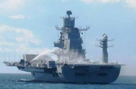 """正在海上进行测试的印度""""维克拉马蒂亚""""号航母"""