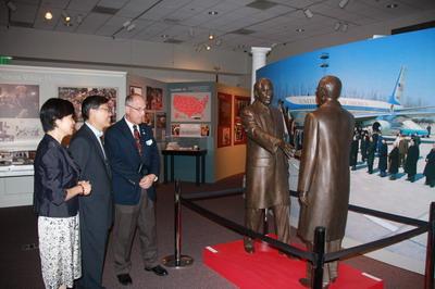 驻洛杉矶总领事刘健参访尼克松总统图书馆