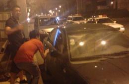 南京一车主大意车窗被砸 18万现金被盗