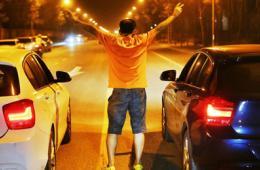 北京飙车党深夜开豪车逆行竞速