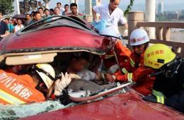 四川宜宾三车相撞致4死2伤