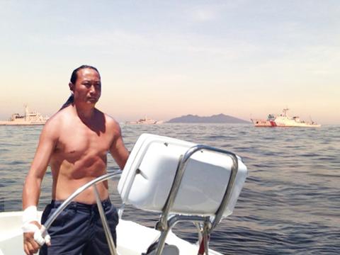 翟墨讲述驾船前往钓鱼岛 距岛3海里的始末