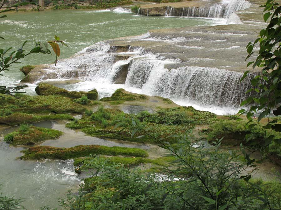 黄果树瀑布景区景色怡人.