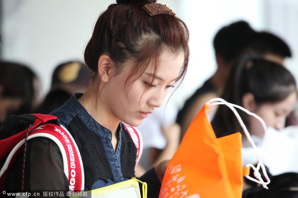 北京电影学院开学 帅哥美女齐报到_国内新闻_
