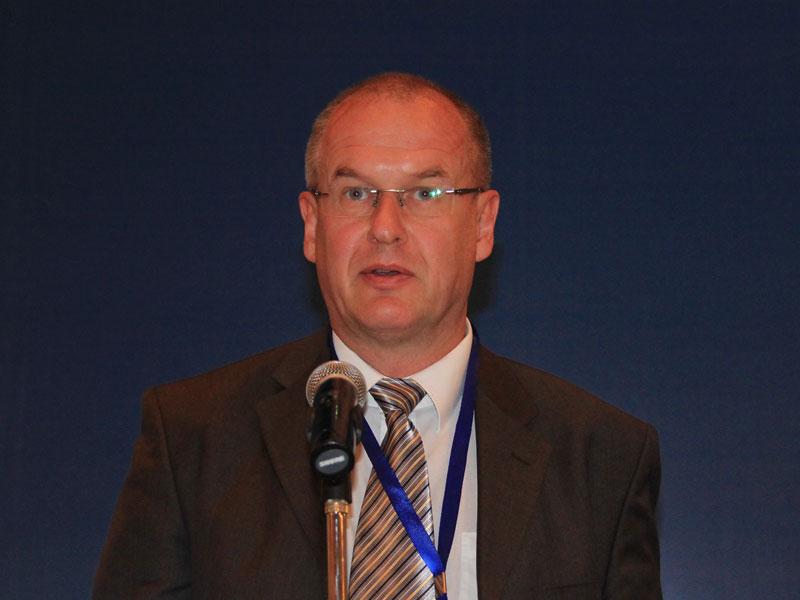 第三届(2013)世界产业领袖大会举办圆桌会议