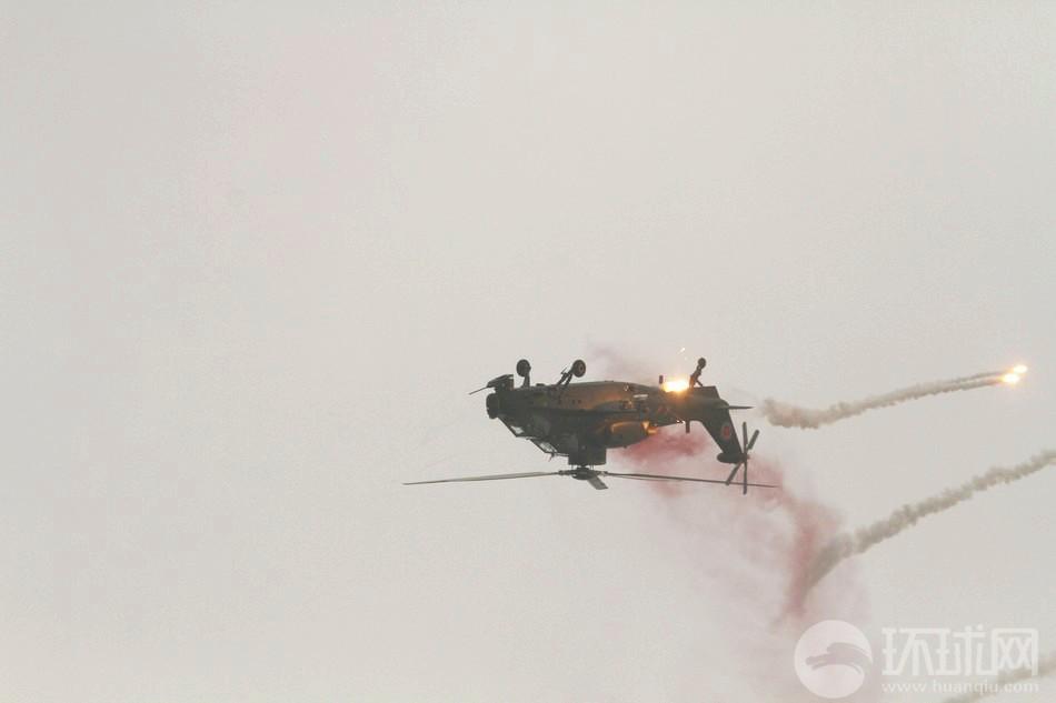 直-10火花四溅360度惊险翻滚