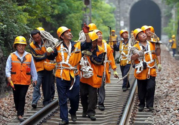 中国经济稳健换挡续航 重振外部预期