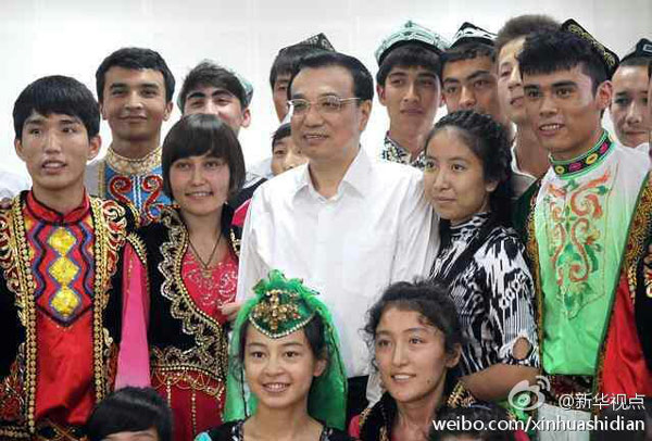 李克强:教师是知识的导师,生活的父母