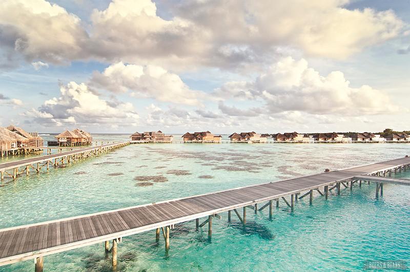 水上别墅的屋顶平台是另一处休闲的好地方,而从上面的看到的海上风景
