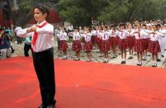 北京小学生教师节前走进孔庙行拜师礼