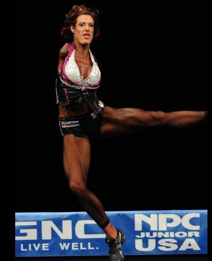 美国无臂女子坚强乐观练成健美运动员
