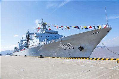 中国2万吨级新远洋补给舰巢湖舰入列海军(图)