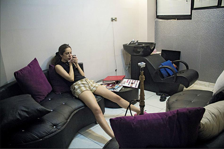 纪实摄影:客厅里的伊朗人 摄影 环球网