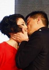 2005年与李亚鹏结婚