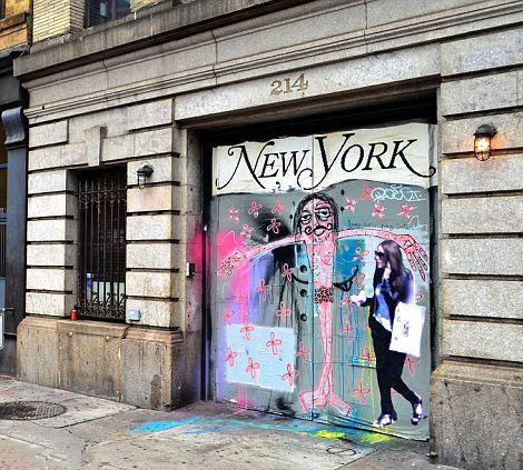 意艺术家巨大贴纸定格过客身影