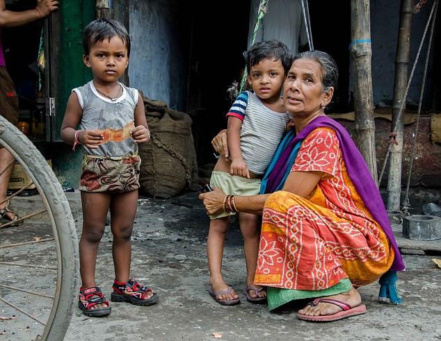 印皇族后裔身处贫民窟艰难求生存