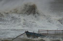"""台风""""天兔""""逼近 最大风力15级"""