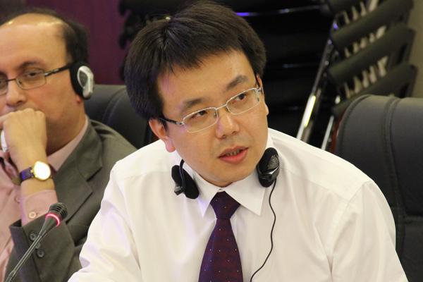 新浪网新闻中心副主编杨光在论坛中发言