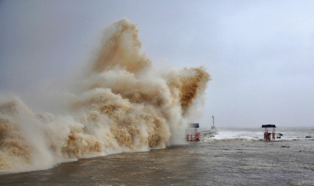 天兔台风_强台风天兔登陆广东汕头海水倒灌已致25人