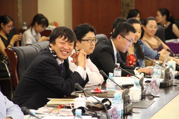 中方媒体代表在论坛中讨论
