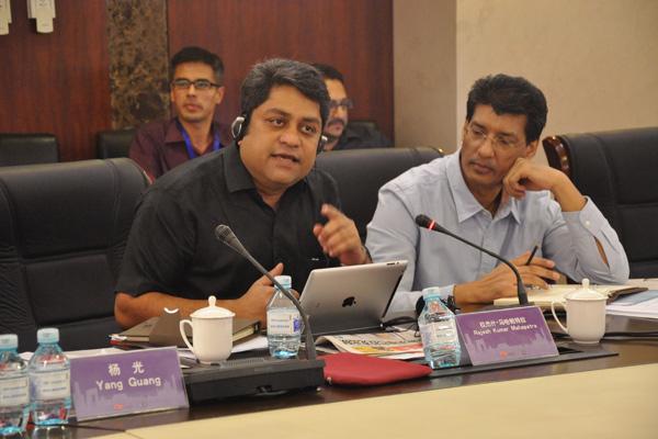 印方媒体代表在论坛中讨论