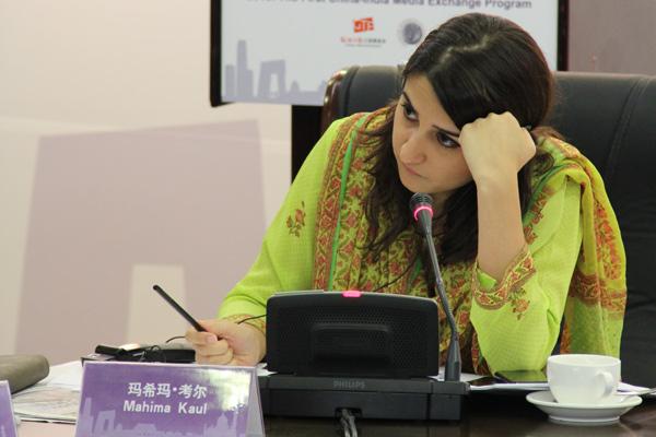 印方主持人、印度观察家研究基金会研究员玛希玛在论坛中